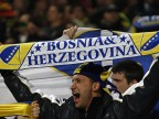 Nur im Fußball sind die Bosnier geeint: ein begeisterter Fan beim EM-Relegationsspiel gegen Portugal in Lissabon. (picture alliance / dpa /Tiago Petinga)