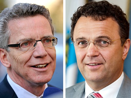 Thomas de Maizière (links, CDU) der CSU-Politiker Hans-Peter Friedrich  (picture alliance / dpa)