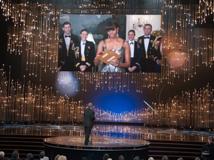 Michelle Obama verkündet Besten Film (picture alliance / dpa / Michael Yada)