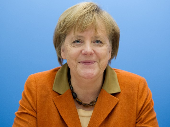 Angela Merkel hört gerne Radio. (picture alliance / dpa / Julian Stratens)