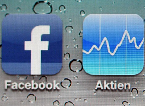 Die Logos der Facebook-App und Aktien-App (picture alliance / dpa / Jan-Philipp Strobel)