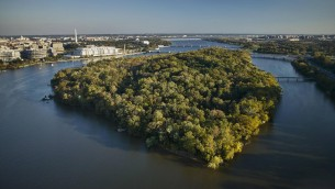 USA, Washington, D.C., Aerial photograph of Roosevelt Island in the Potomac River PUBLICATIONxINxGERxSUIxAUTxHUNxONLY BCDF00111 USA Washington D C Aerial Photo of Roosevelt Iceland in The Potomac River PUBLICATIONxINxGERxSUIxAUTxHUNxONLY BCDF00111  (imago stock&people)