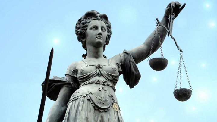 Creative Highlights Symbolfotos Symbolfoto Justitia mit Waage und Schwert Justitia, Lady Justice with balance and sword BLWS545910 Copyright: xblickwinkel/McPHOTOx (imago images | blickwinkel)
