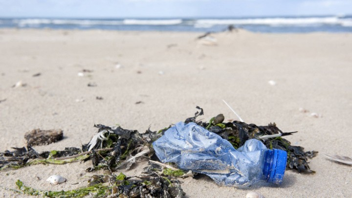 Borkum Germany Northern beaches. Despite being one of the cleaner beaches on the North Sea plastic single use plastic waste can still be found. In this case a water bottle. PUBLICATIONxINxGERxSUIxAUTxHUNxONLY (imago stock&people)