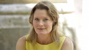 Jennifer Egan guckt freundlich in die Kamera (United Archives International/Imago)