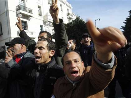 Demonstranten im Stadtzentrum von Tunis (AP)